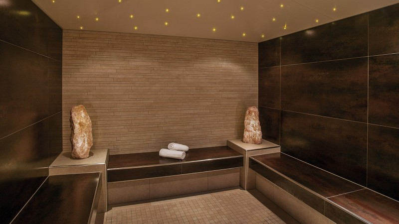 Aromatic steam bath with two stones and towels